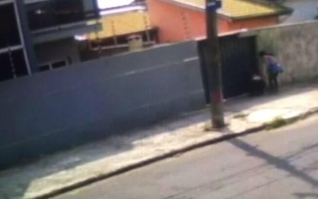 Vídeo: filhote de cachorro é furtado por mulheres no Pq. Dom Pedro II, em Campinas