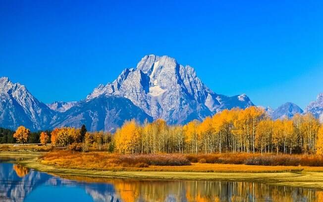 O parque de grandes montanhas fica no oeste do estado de Wyoming, nos Estados Unidos