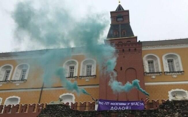 Em protesto no Dia Internacional da Mulher, manifestantes russas foram presas em frente ao Kremlin, em Moscou