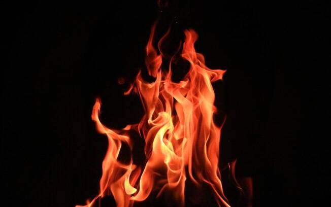 Embora tenham tentado impedir, o judeu conseguiu colocar fogo na igreja. No entanto, os palestinos conseguiram o segurar antes da polícia chegar