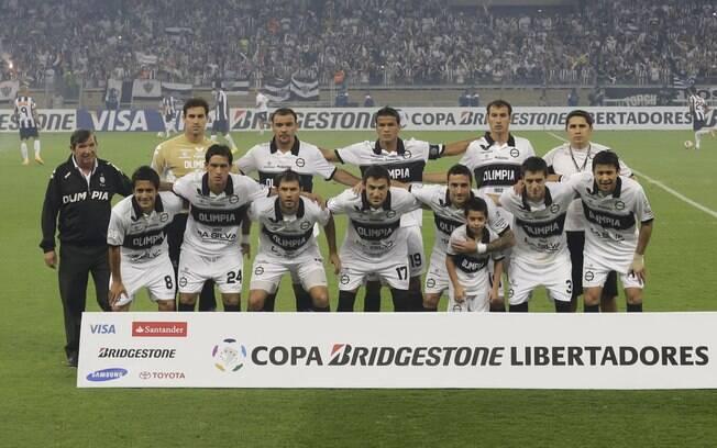 Olimpia posa para foto antes da final da Copa  Libertadores 2013