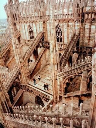 Detalhes da bela arquitetura da Duomo