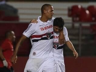 Luis Fabiano e Osvaldo fazem uma boa dupla de ataque no São Paulo