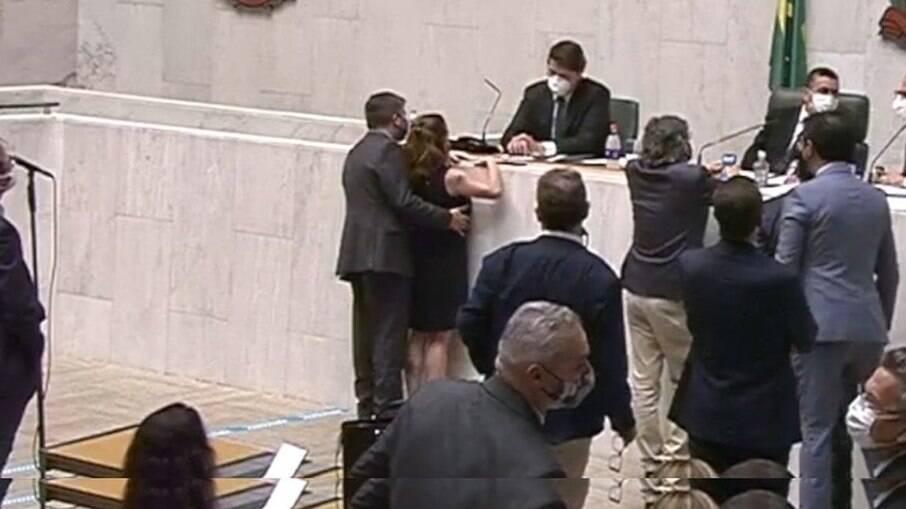 Deputado Fernando Cury é acusado de assediar deputada Isa Penna