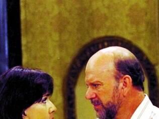 Adalberto (Cecil Thiré), em cena com Carmela (Yoná Magalhães)