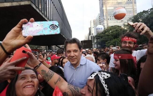 Fernando Haddad (PT), participa do ato contra a Reforma da Previdência em frente ao Museu de Arte de São Paulo