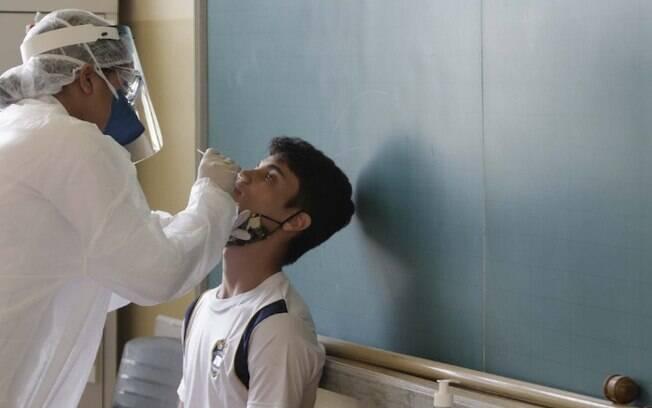 Estado começa testagem de covid-19 em escolas de Campinas