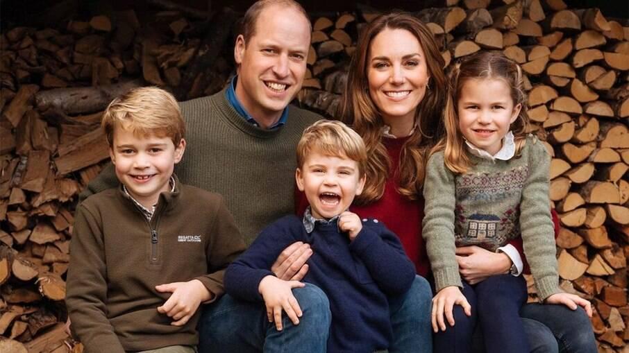 Filhos de Príncipe William escrevem cartas para Diana no Dia das Mães
