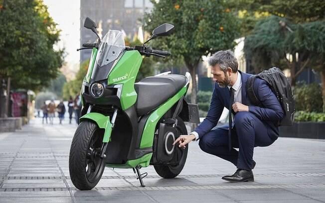 Scooters elétricos viraram sensação na Europa; fabricante espanhola quer dominar o mercado