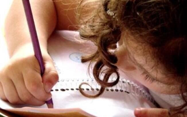 Com nova política, alfabetização deve acontecer aos seis anos de idade