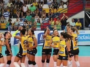 O Praia Clube chegou à terceira vitória nas três primeiras partidas da Superliga Feminina