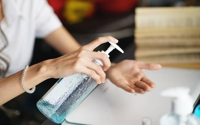 Saiba como cuidar das mãos em tempo de álcool em gel