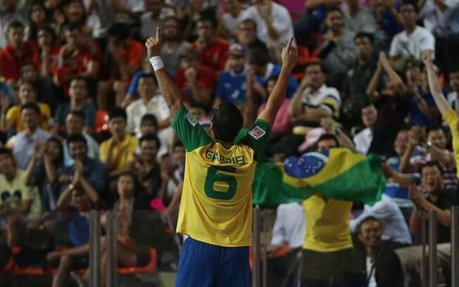 O ala Gabriel comemora o segundo gol da seleção brasileira contra a  Colômbia 3bd5972827cce
