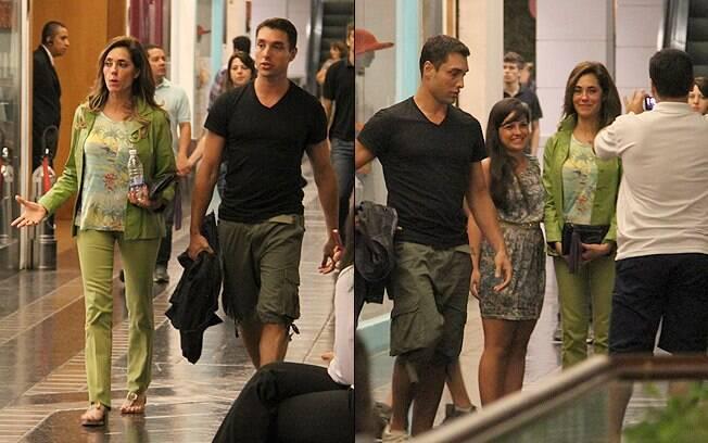 Crhistiane Torloni e o filho foram abordados por fãs durante o passeio
