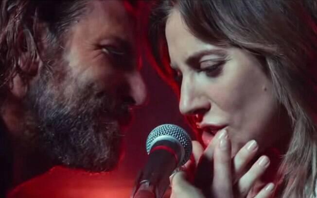 Lady Gaga e Bradley Cooper apresnetaram juntos pela primeira vez a faixa Shallow, de