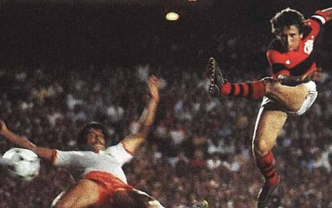 Zico na final entre Flamengo e Cobreloa em 1981