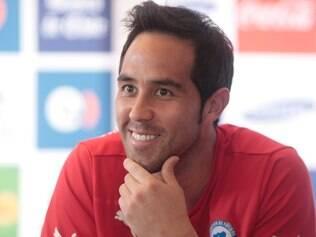 Capitão do Chile no Brasil e na África do Sul, Claudio Bravo está otimista com a vitória de sua seleção
