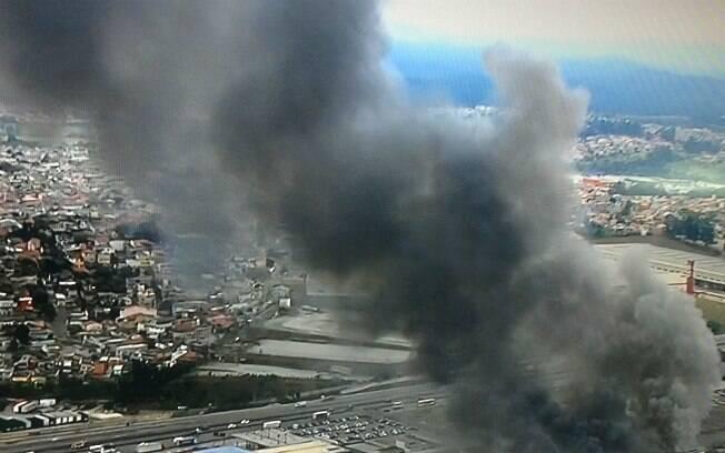 Corpo de Bombeiros empenhou ao menos 70 homens no combate às chamas