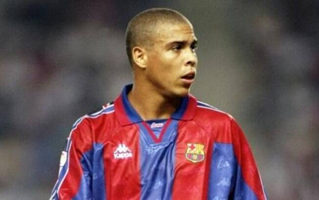 Sucesso na Holanda levou Ronaldo ao  Barcelona, em 96. No clube atacante foi eleito o  melhor do mundo pela primeira vez