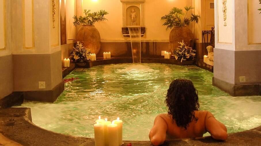 Um banho com sais relaxa o corpo e o espírito