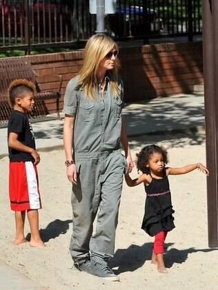 Heidi Klum brincou com os filhos Johan e Lou Samuel