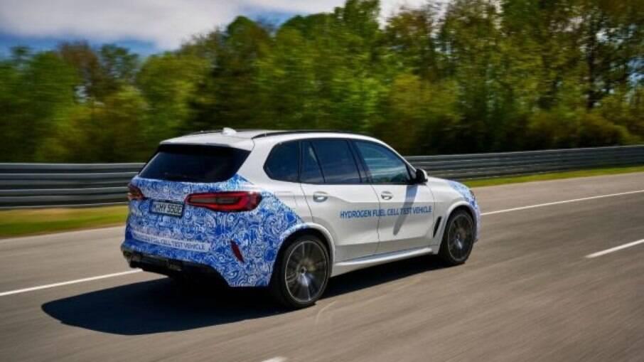 BMW iX3 i Hydrogen NEXT tem uma 374 cv que corresponde ao mais potente motor a gasolina de seis cilindros em linha