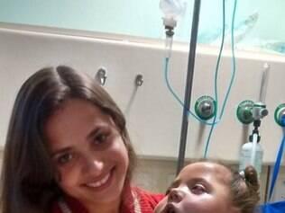 Criança de 2 anos e meio precisa de enfermeira, alimentação e equipamentos especiais