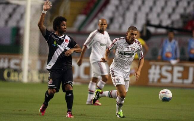 Carlos Alberto e Edinho em lance da semifinal  entre Vasco e Fluminense no Engenhão