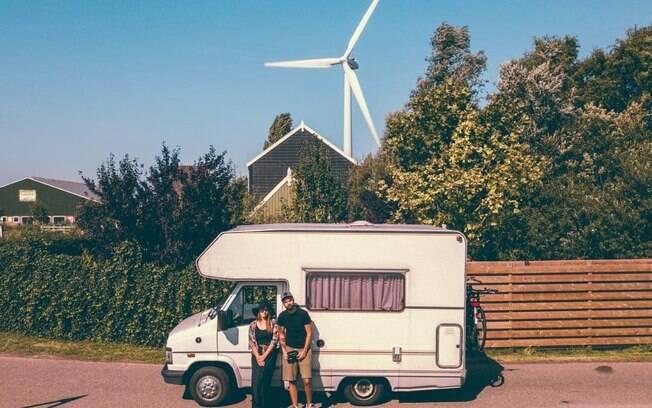 O casal, que já viajou grande parte da Europa com seu parceiro Rogeirinho, compartilha essa experiência no Instagram @rotaalternativarv