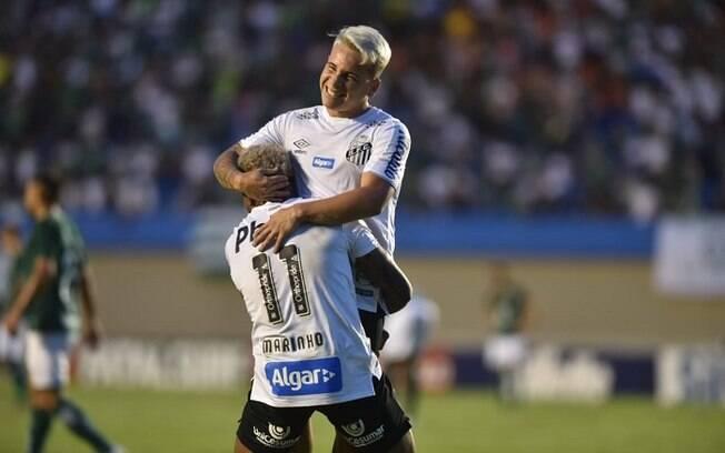 Soteldo comemora gol com Marinho