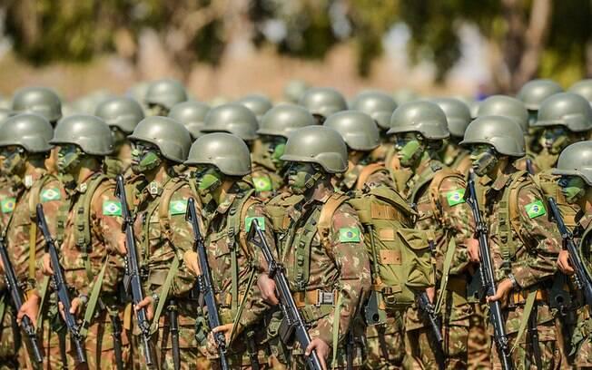 Com mais de 300 mil homens ativos nas Forças Armadas, Brasil dificilmente precisaria de reservistas em uma guerra
