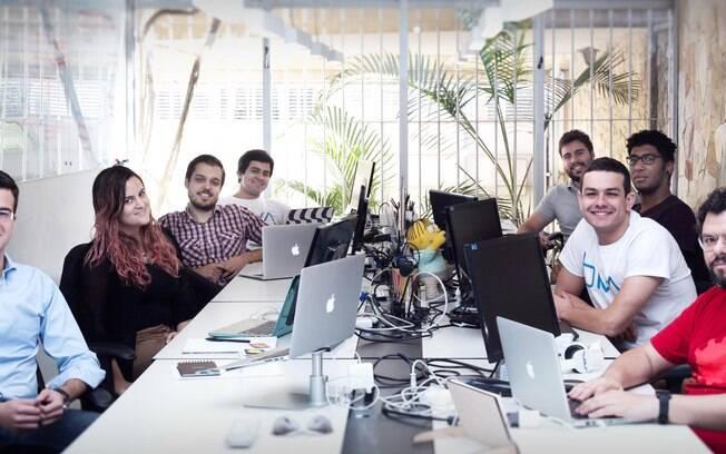 Gustavo Stramon (de xadrez), em reunião com o time de marketing na Biva