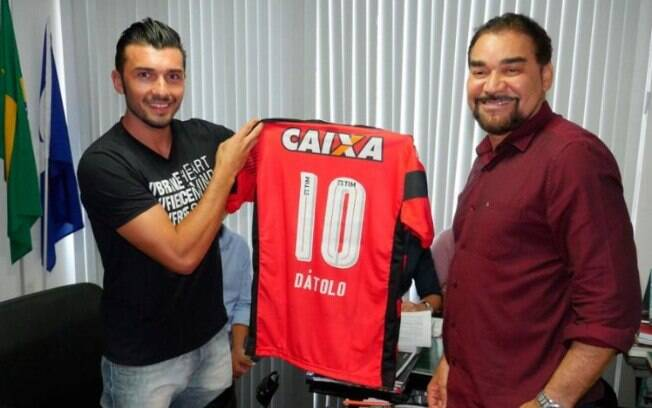 Dátolo é o novo meio-campista do Vitória