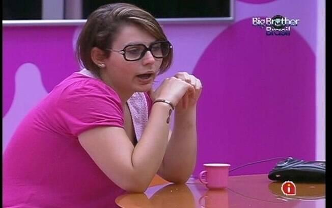 Mayara conta sobre sua amiga que se descobriu homossexual