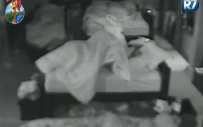 Joana Machado voltou para o quarto e deitou na cama de Raquel Pacheco