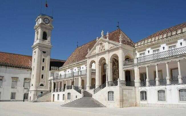 Fachada da Universidade de Coimbra, primeira a aceitar o Enem