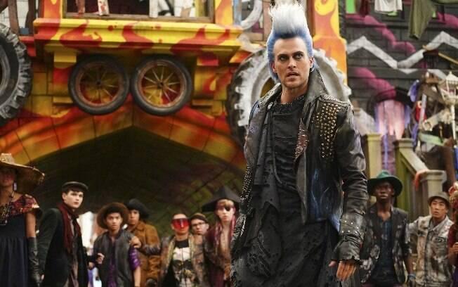 Um dos novos personagens do filme é o vilão Hades (Cheyenne Jackson)