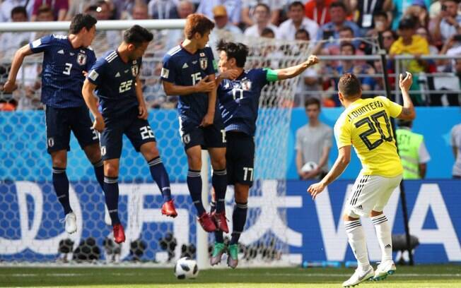 3353a114f1 Quintero bateu falta por baixo da barreira japonesa e marcou para Colômbia