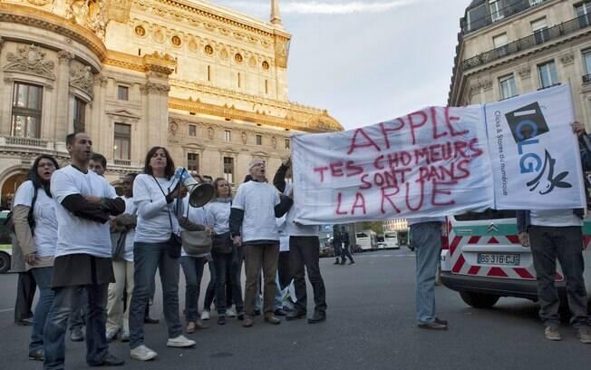 Protesto ocorreu em frente a uma das lojas da Apple em Paris