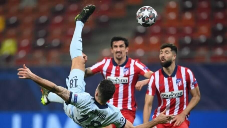 Giroud marcou de bicicleta e deu vitória ao Chelsea contra o Atlético de Madrid