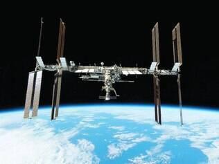 Missão. A Estação Espacial Internacional está orbitando a Terra desde 1998