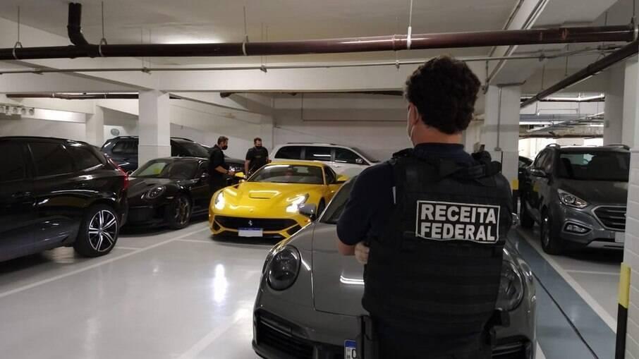 Operação Black Flag apreendeu carros de luxo.