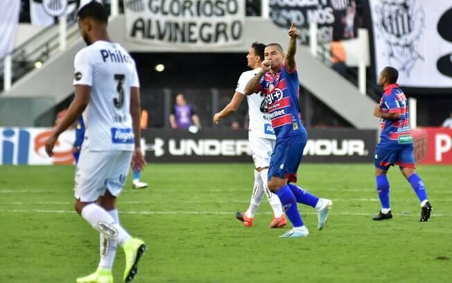 Após bom primeiro tempo, Santos tem pane e apenas empata com o Fortaleza: 3x3 na Vila Belmiro