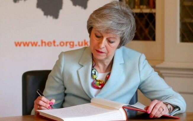 Data pra renúncia não foi definida, mas jornalistas apontam que prazo de Theresa May é curto
