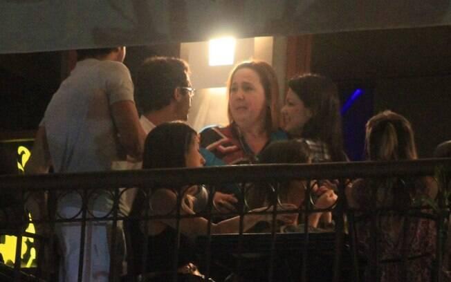 Cláudia Jimenez prestigia bar do amigo Bruno de Luca