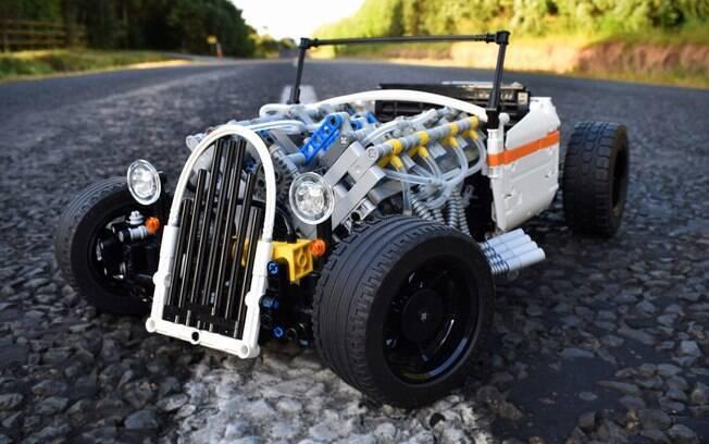 O carrinho, feito de LEGO, é inspirado nos