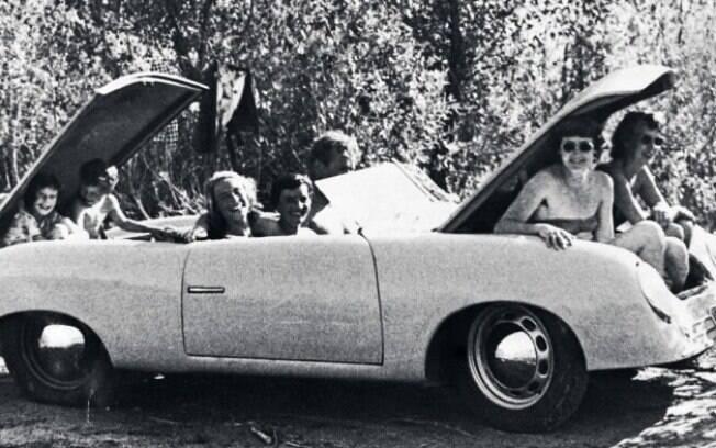 Essa foto pode sugerir que, não só as suas origens, mas a popularidade pode ser uma forte ligação com o Fusca