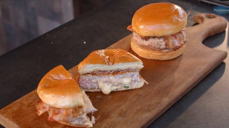 O hambúrguer de lombo é diferente e muito gostoso