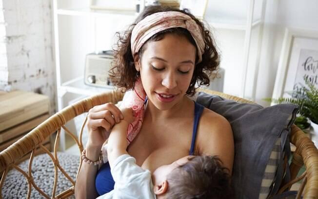 Adriana conta que as mães cujos filhos têm o freio curto se queixam muito da mama machucada após amamentar