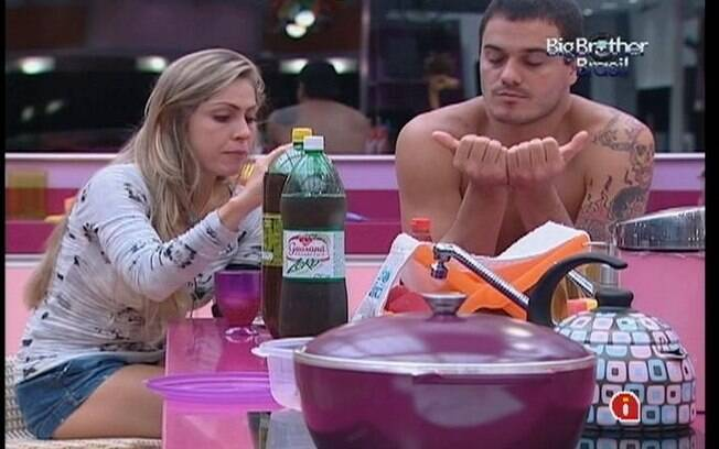 Renata e Rafa falam mal do Quarto Praia e de Fabiana